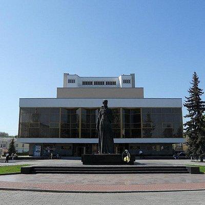 Театральная площадь в Луцке