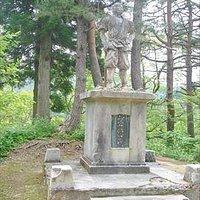 """この銀山を開発した""""儀賀市郎左衛門""""の銅像です。"""