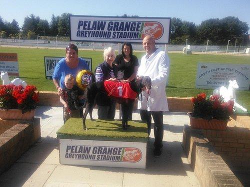 mum presenting trophy to winning dog and owmer