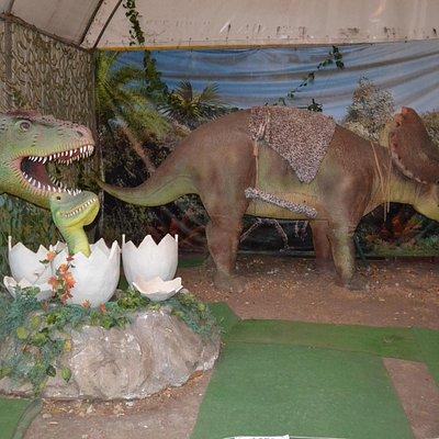 На выставке динозавров