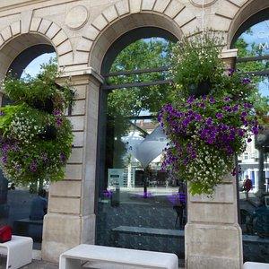 Une partie de la façade de l'office de tourisme de Cahors