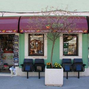 Zavičajna knjižara Petit