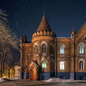 Gimnasium at night (like hogwarts)
