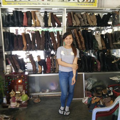 Hoa, the Than Sinh shop assistant, who helped make sure the shoes were a perfect fit !