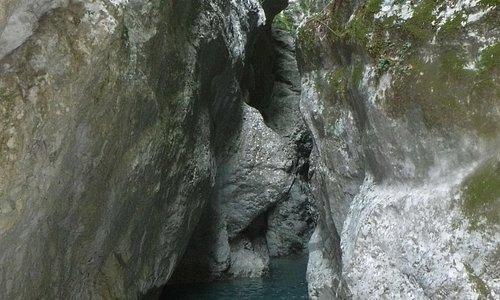 Le canyoning, c'est aussi des endroits magnifiques à explorer