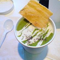 Green pea soup with crackers!
