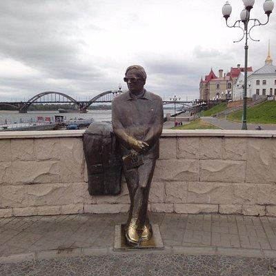 Памятник Л.Ошанину