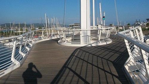 Tahon De Revel City Bridge