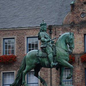 Pomnij Jana Wilhema II na Marktplatz
