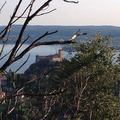 Vista da San Quirico di Angera e la Rocca