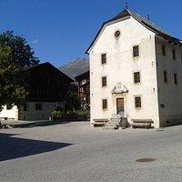Antiga prisão na praça central de Ernen