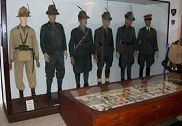 museo dell'alpino - uniformi ufficiali alpini