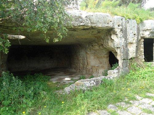 grotta all'interno del parco