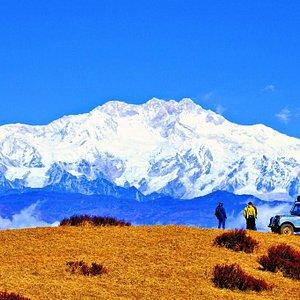 Sandakphu Landrover safari with Kanchenjunga in background