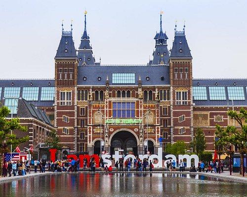 Rijksmuseum Amsterdam Museum Quarter near the Vondelpark. www.amsterdamtaxi-online.com