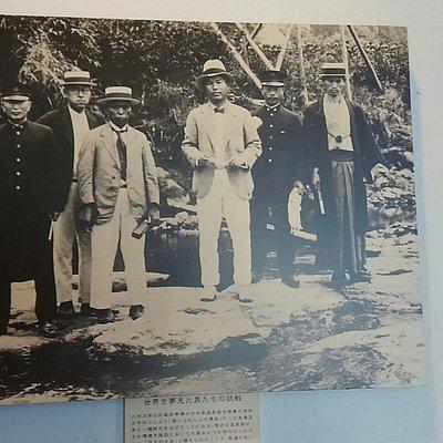 御前湯の飲泉場、開拓者たち、当時の写真