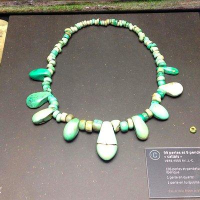 collier de variscite et haches neolithique