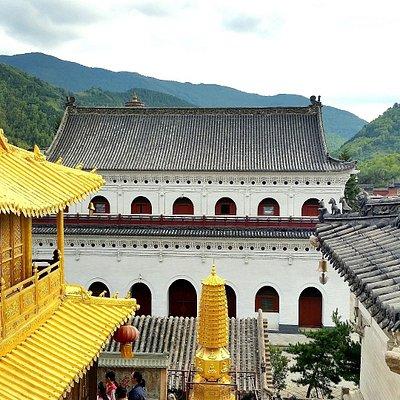 Xiantong Temple view from upper terracs - Horst_8877