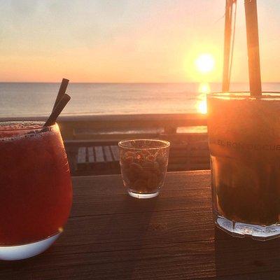 Cocktails sur coucher de soleil
