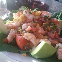 Ensalada Chebelita Avocado filled with shrimp and salsa