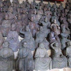 沢山の羅漢像が並ぶ光景は圧巻です!!!