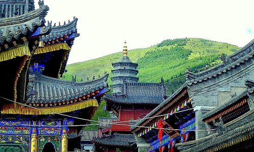 Guang Hua Temple mountain view - Horst_8877