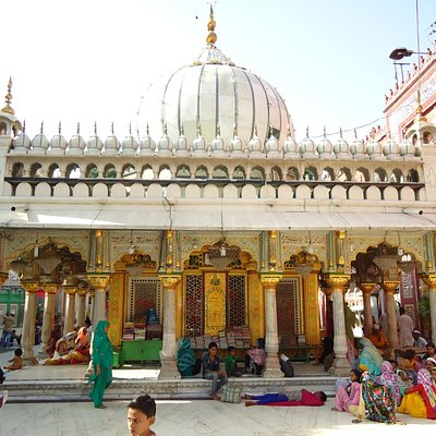 The beautiful Dargah.