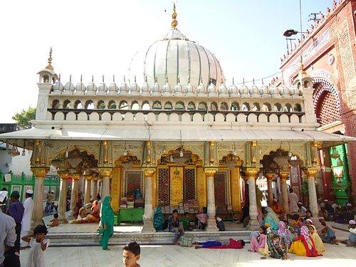 The beautiful Dargah.
