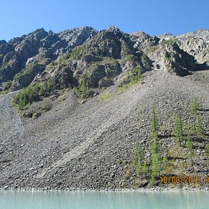 Вид на противоположный от стоянок берег