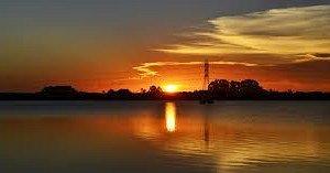 Pôr-do-sol no Lago Dourado