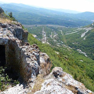 пещерный город Тепе-Кермен