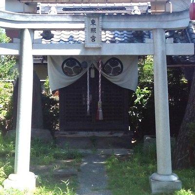 船橋東照宮鳥居と本殿