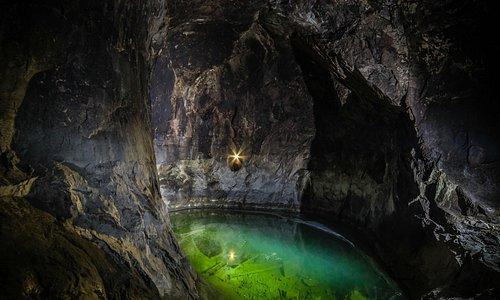 En av de underjordiska sjöarna på 155 metersnivån