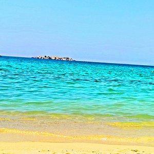 plaka sand & sea