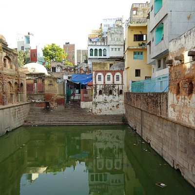 Another view of the baoli.