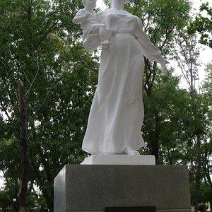 памятник матерям России