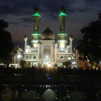 masjid jami' malang di malam hari..