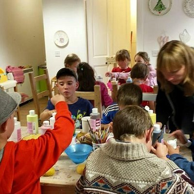 Painting ceramics with kids from Belarus