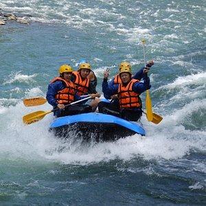 ラフティングノーティーボーイズ ボートツアーの様子と飛び込みの写真