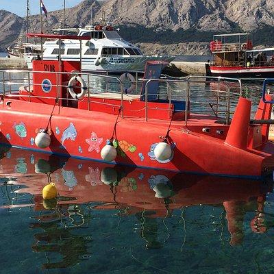 The semi-submarine in Baska dock
