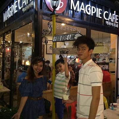 We just checked out the StrEAT @ Maginhawa. The place is full pack. Foods are okay but a little