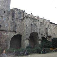 Muralha romana e torres de defesa