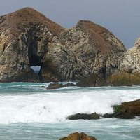 Ilha com buraco no fim setentrional.