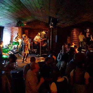 Night Club BH Bühne und Tanzfläche