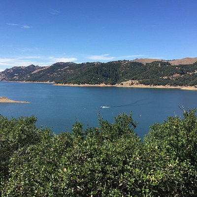 Вид на озеро Сонома