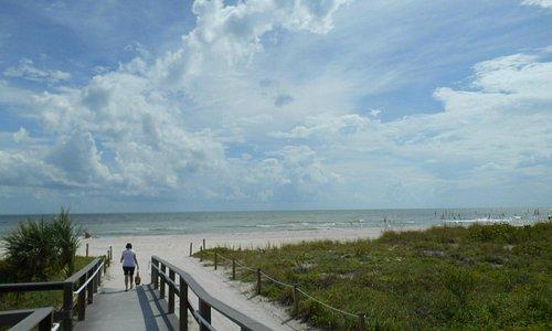 Enter to the Tarpoon Bay beach