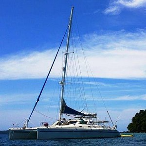 47 feet of deluxe sailing fun