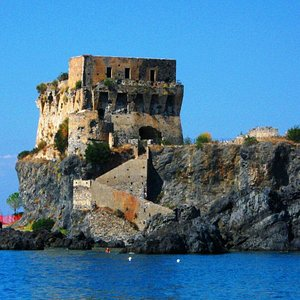 Torre di Fiuzzi sul mare
