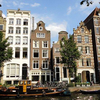 Canales y casas típicas