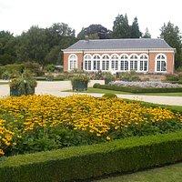 Orangerie vanuit de bloementuin